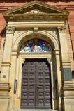 De kathedraal van heilige Wenceslav in Praag - detail van zijn deuren Stock Afbeelding