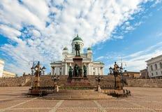 De Kathedraal van Helsinki en het Standbeeld van Tsaar Alexander II Stock Foto's