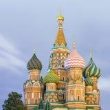 De Kathedraal van het Basilicum van heilige in Moskou stock afbeeldingen