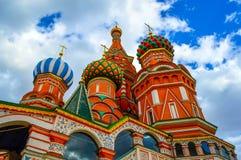 De Kathedraal van het Basilicum van heilige bij Rood Vierkant in de Bodemmening van Moskou Stock Foto's