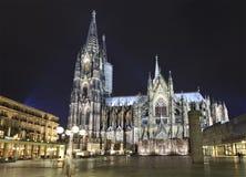 De Kathedraal van Keulen bij nacht Royalty-vrije Stock Afbeeldingen