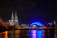 De Kathedraal van Keulen bij schemer Royalty-vrije Stock Foto's