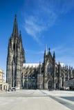 De Kathedraal van Keulen en Roncalliplatz, Duitsland Stock Foto's