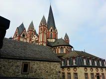 De kathedraal van Limburg achter oude huizen in Limburg, Hesse royalty-vrije stock foto's