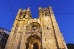 De Kathedraal van Lissabon bij nacht Stock Foto