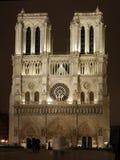 De Kathedraal van Notre Dame bij Nacht Stock Foto