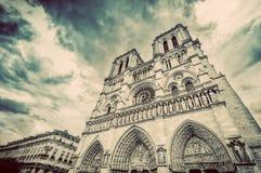 De Kathedraal van Notre Dame in Parijs, Frankrijk wijnoogst stock foto
