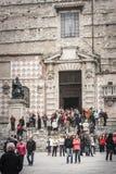 De Kathedraal van Perugia met menigte van mensen Italië Royalty-vrije Stock Foto's
