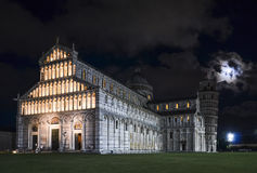 De kathedraal van Pisa en leunende 's nachts toren Royalty-vrije Stock Afbeelding
