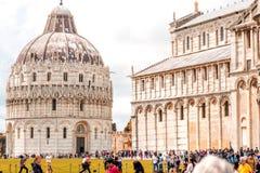 De kathedraal van Pisa met leunende toren in Italië Stock Afbeelding