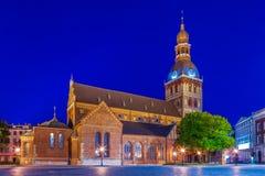 De Kathedraal van Riga bij schemer, Letland Stock Afbeelding