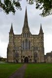 De Kathedraal van Salisbury - het Westen Front Entrance, Salisbury, Wiltshire, Engeland Stock Foto's