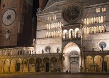 De kathedraal van Santa Maria Assunta en Torrazzo bij nacht, Cremona royalty-vrije stock foto's