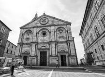 De Kathedraal van Santa Maria Assunta in Pienza, in de provincie van Siena, Italië stock afbeeldingen