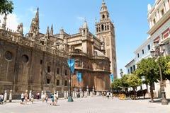 De Kathedraal van Sevilla en de klokketoren van La Giralda Royalty-vrije Stock Foto's