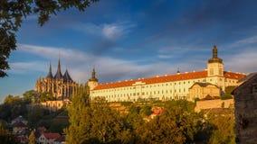 De Kathedraal van St Barbara en Jezuïetuniversiteit in Kutna Hora royalty-vrije stock afbeeldingen