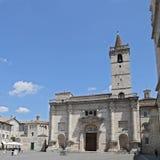 de Kathedraal van St Emidio in Arringo-Vierkant Stock Afbeeldingen
