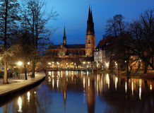 De Kathedraal van Uppsala bij avond royalty-vrije stock foto