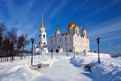 De kathedraal van Uspenskiy in Vladimir in de winter royalty-vrije stock afbeeldingen