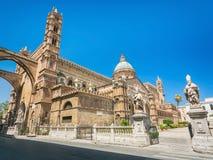 De Kathedraal & x28 van Palermo; Metropolitaanse Kathedraal van de Veronderstelling van Maagdelijke Mary& x29; in Palermo, Sicili Stock Afbeeldingen