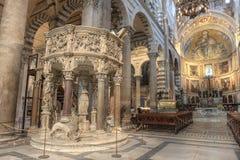 De Kathedraalbinnenland van Pisa, Italië stock fotografie