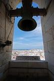 De Kathedraalklokketoren van Cadiz stock afbeeldingen