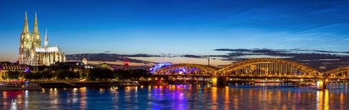 De Kathedraalrivier Rijn van Keulen Stock Afbeeldingen