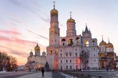 De kathedralen van Moskou het Kremlin bij zonsondergang Royalty-vrije Stock Foto