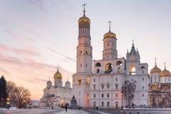 De kathedralen van Moskou het Kremlin bij zonsondergang Stock Foto's