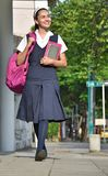 De katholieke Stoep van Studentengirl walking on royalty-vrije stock afbeeldingen