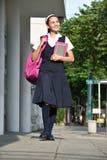 De katholieke Stoep van Studentengirl walking on royalty-vrije stock afbeelding