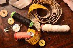 De katoenen knopennaald voor naait het maken het werk van de manierkleding stock afbeelding