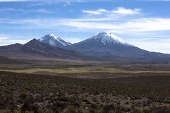 De Kegel van de Vulkaan van Parinacota in Nacional Parque Lauca, Chili Royalty-vrije Stock Afbeeldingen