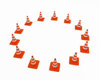De kegels van het verkeer die op een cir worden gevestigd Royalty-vrije Stock Afbeeldingen