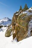 De kei in bergen Stock Afbeeldingen