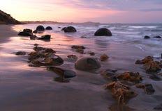 De keien en het strand van Moeraki Royalty-vrije Stock Foto's