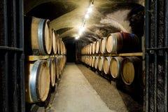 De kelder van de wijn in Bourgondië Royalty-vrije Stock Foto's