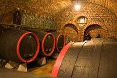 De kelder van de wijn met vaten Royalty-vrije Stock Foto
