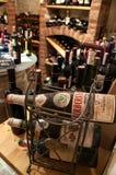 De kelder van het huis met wijn Royalty-vrije Stock Afbeeldingen