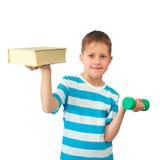De kennis is macht - jongen met boek en gewicht Stock Fotografie