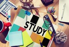 De Kenniswijsheid die van het studieonderwijs Concept bestuderen Stock Foto's