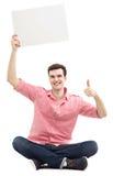 De kerel met het lege teken tonen beduimelt omhoog Royalty-vrije Stock Fotografie