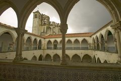De kerk bij Tomar, Templar-Kasteel en het Klooster van de Ridders van Christus, door Gualdim Pais in de ADVERTENTIE van 1160 word stock afbeelding