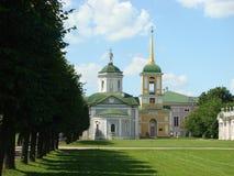 De kerk en de klokketoren van het huis Royalty-vrije Stock Foto's