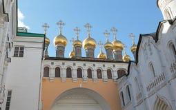 De kerk en de Patriarchpaleis van de Tvelveapostel, Moskou het Kremlin stock foto's