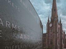 De Kerk en Foutain van st-Martin ` s dichtbij Arena in Birmingham het UK royalty-vrije stock foto