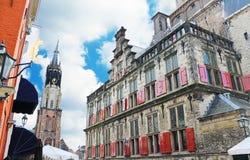 De kerk en Het Stadhuis van Delft Stock Foto