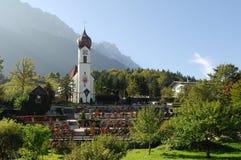 De kerk in Grainau met Zugspitze 03 Royalty-vrije Stock Afbeelding