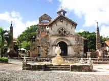 De Kerk in het dorp van kunstenaars Royalty-vrije Stock Afbeeldingen