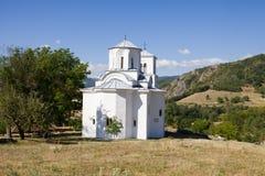 De kerk in het orthodoxe klooster Nova Pavlica in Servië Stock Foto